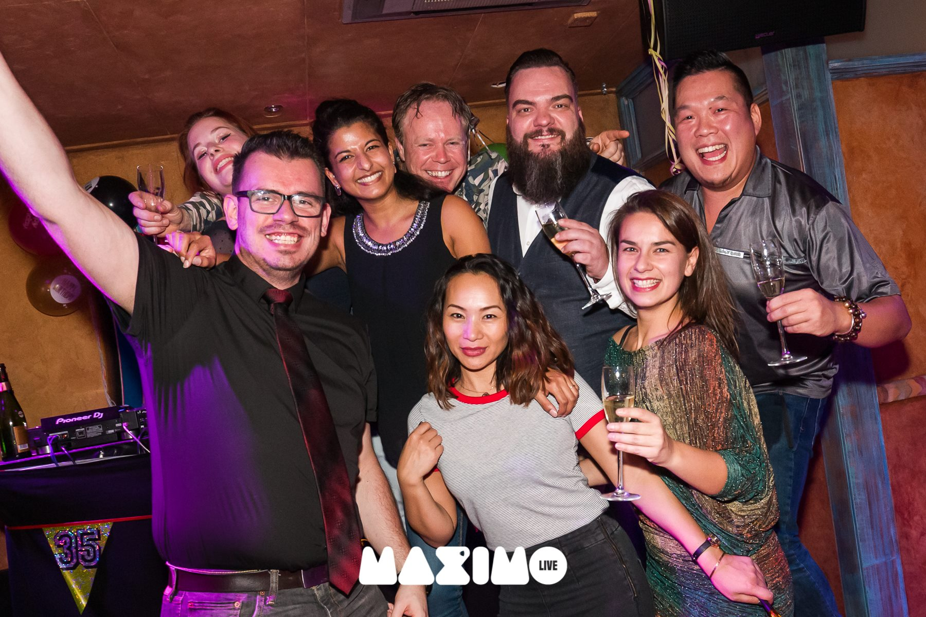 maximo dancing team